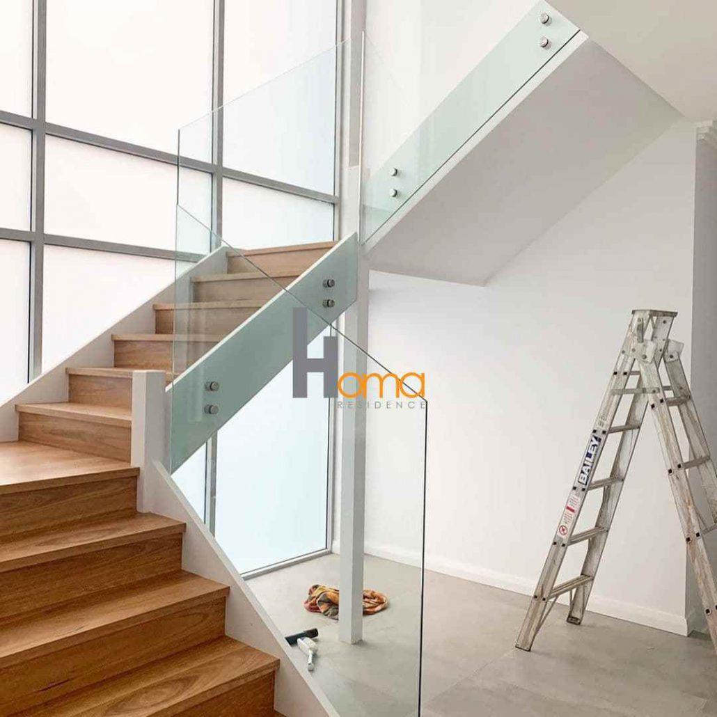 پله چوبی شیشه ای