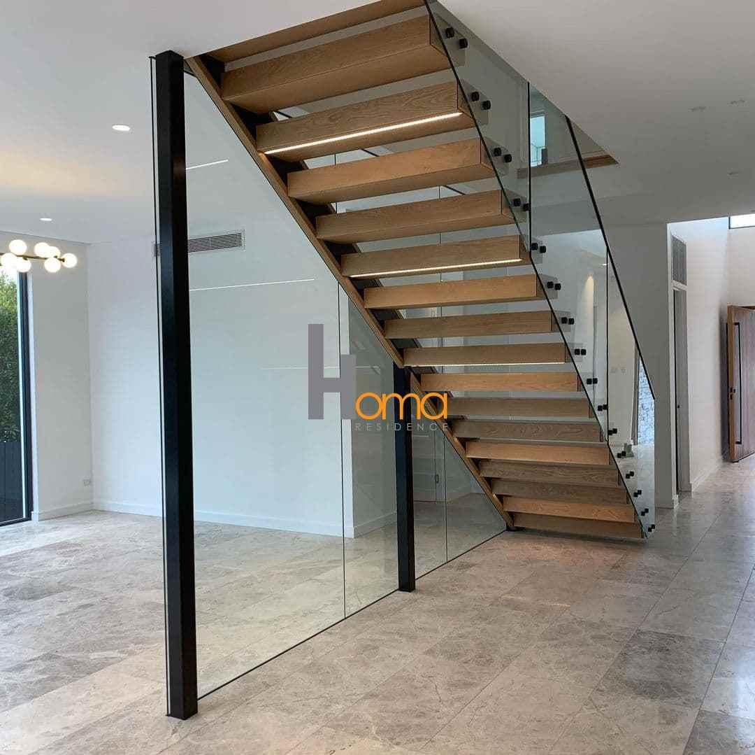 پله شیشه و چوب